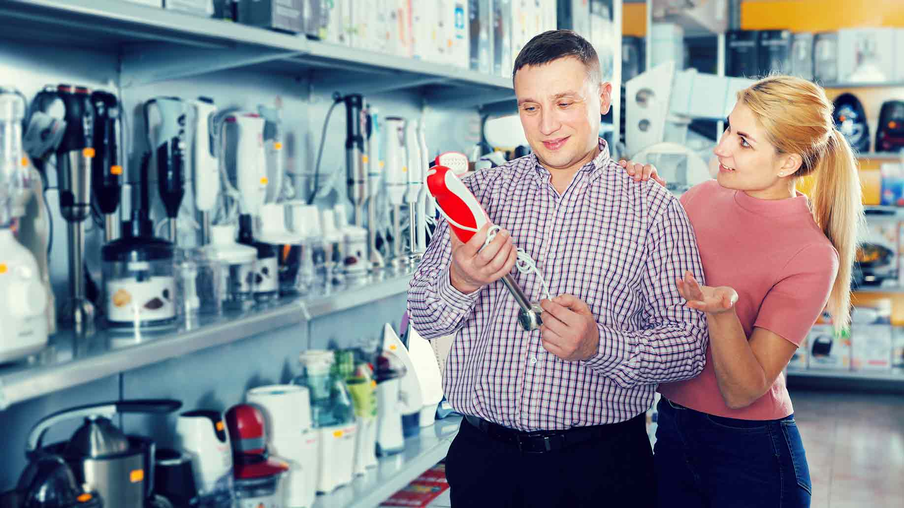 couple buying new blender in household appliances shop
