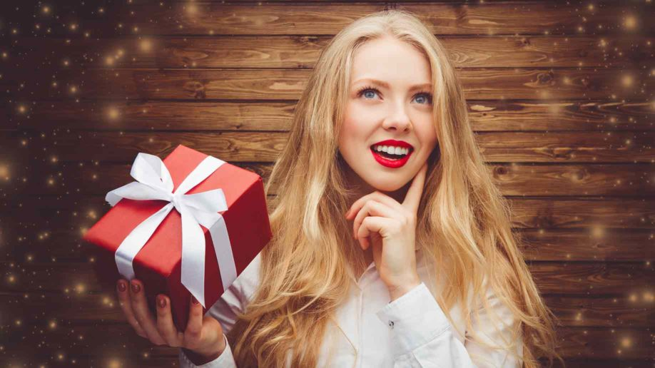 what gift should beutiful lady looking