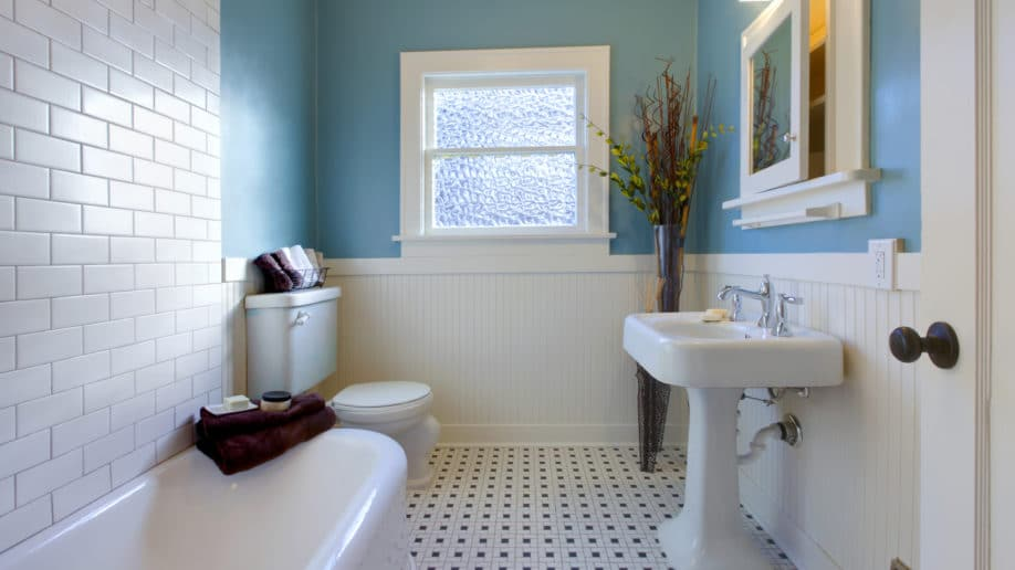 8 bathroom design remodeling ideas on a budget for What s the average price to remodel a bathroom