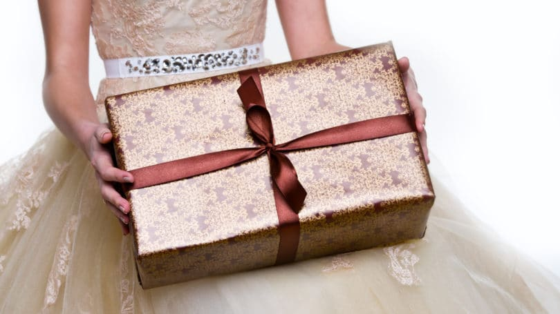 Unique Wedding Gift Ideas: 11 Unique & Creative Wedding Gift Ideas On A Cheap Budget