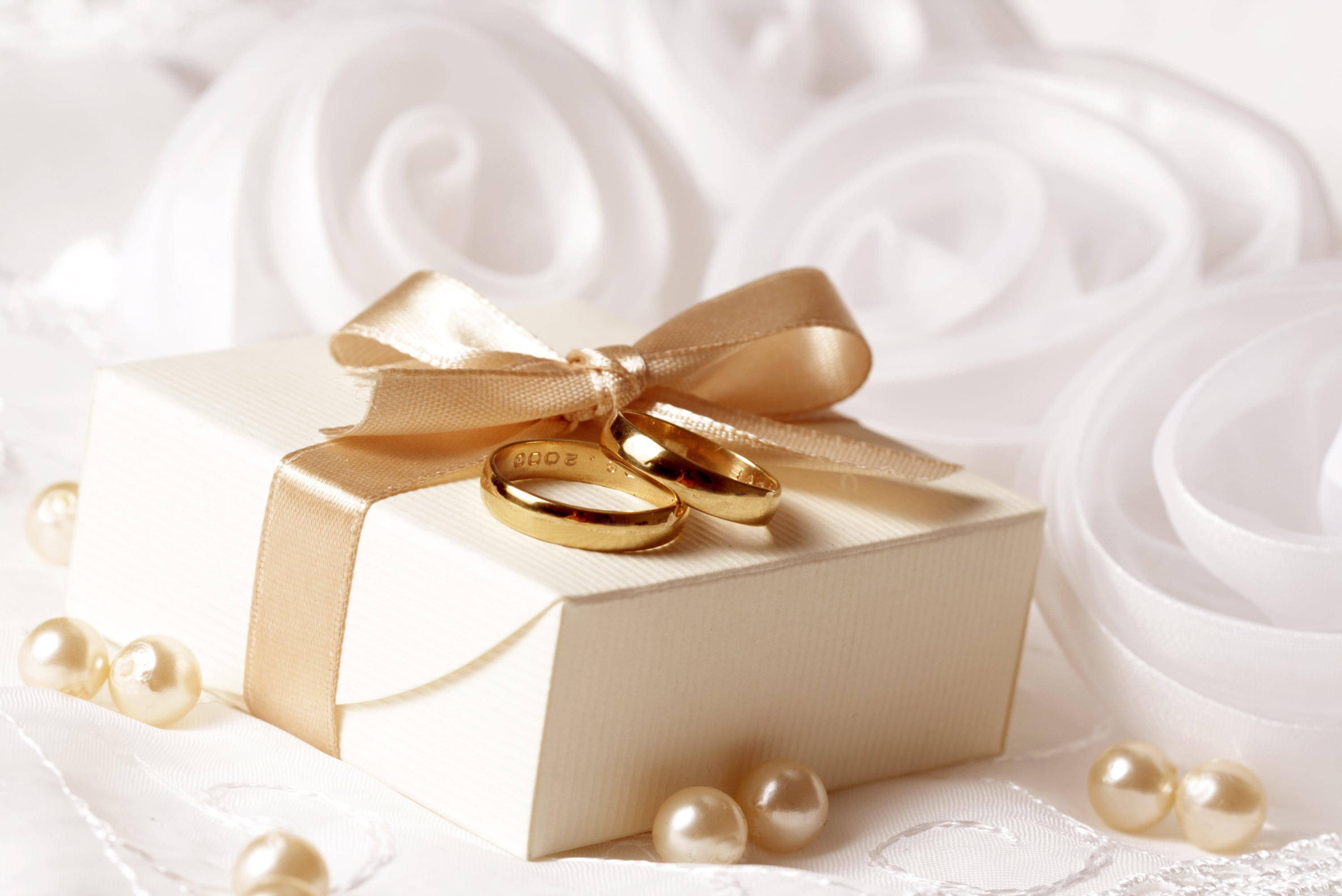 How to make original gifts from money for a wedding