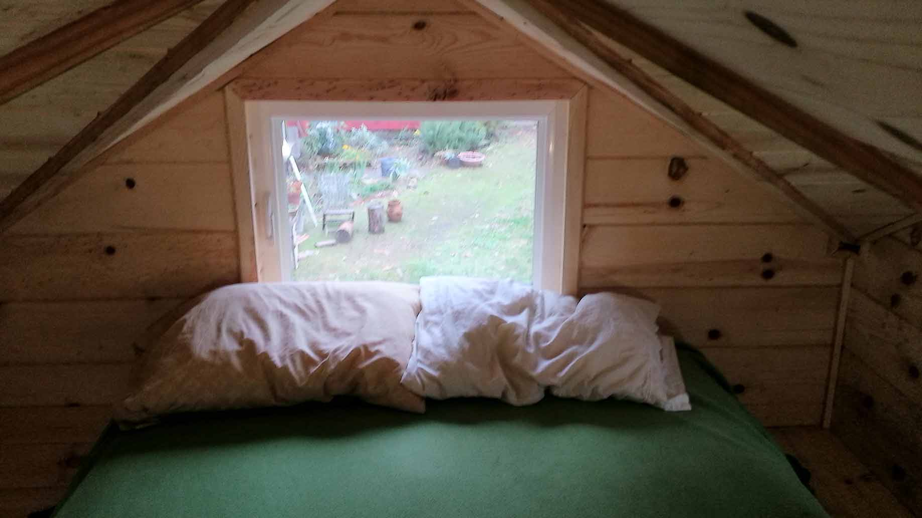 bedroom of a tiny house photo by Tomas Quinones