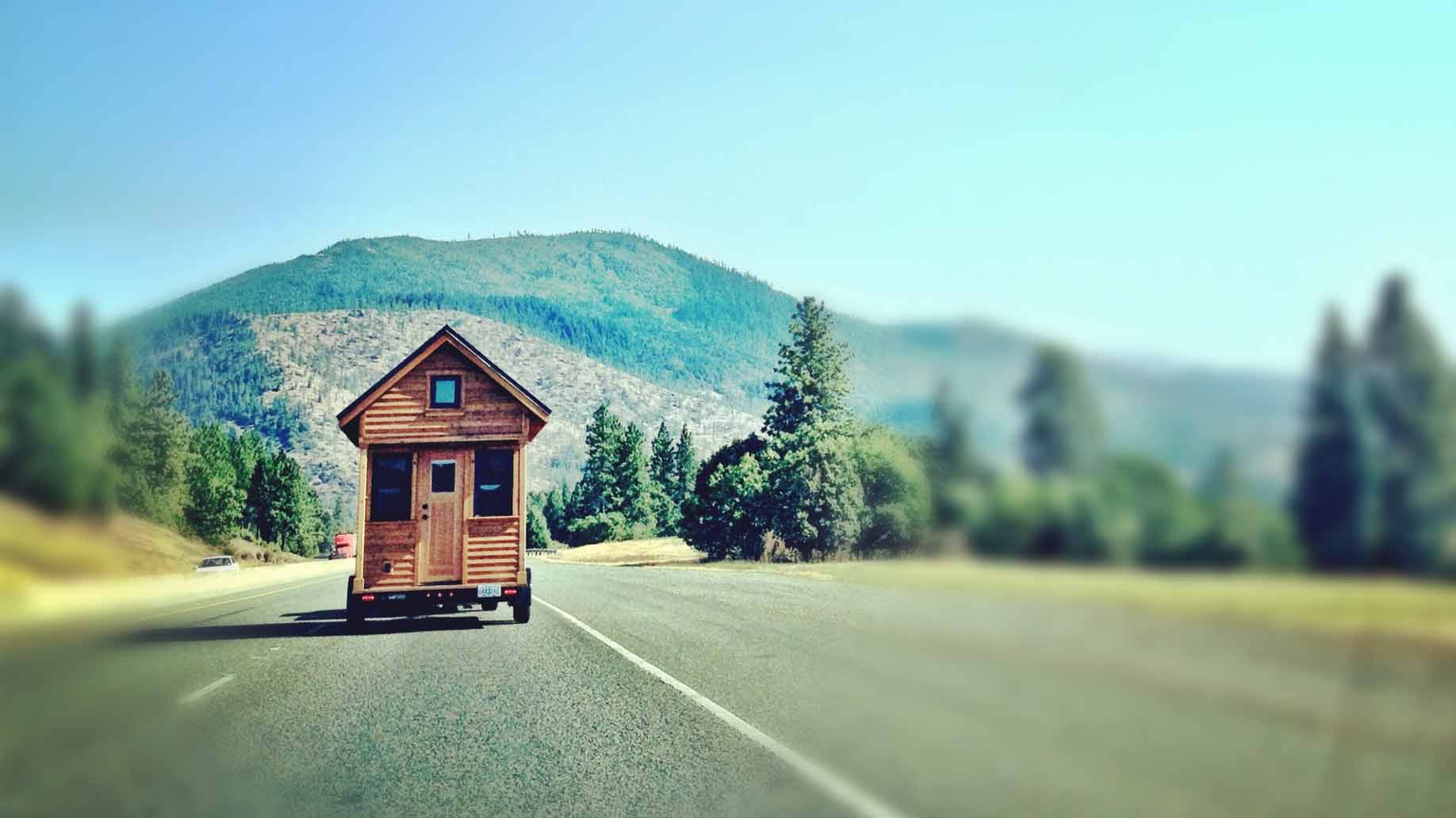 transporting a tiny house photo by Tammy Strobel