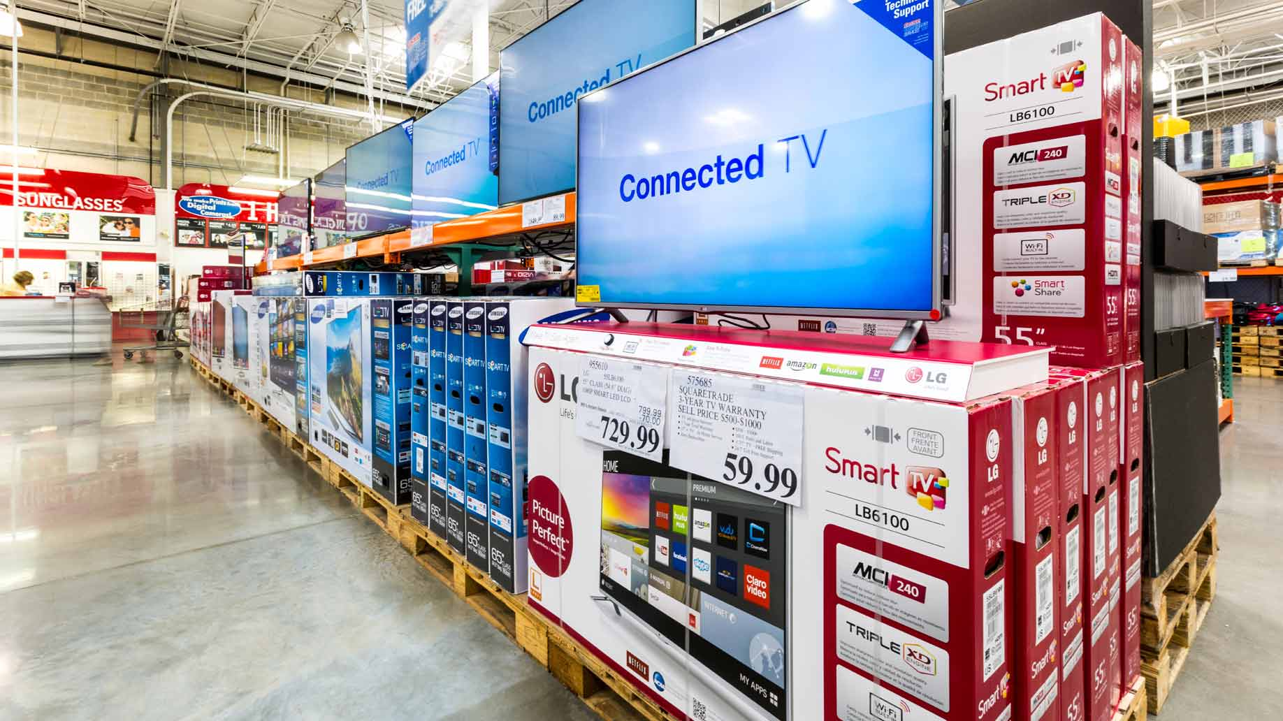 tv in a warehouse store, photo by mandritoui