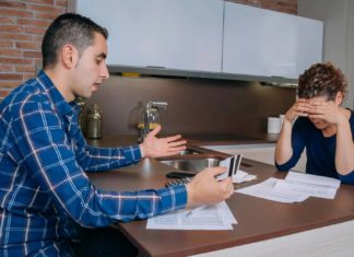 couple with financial trouble