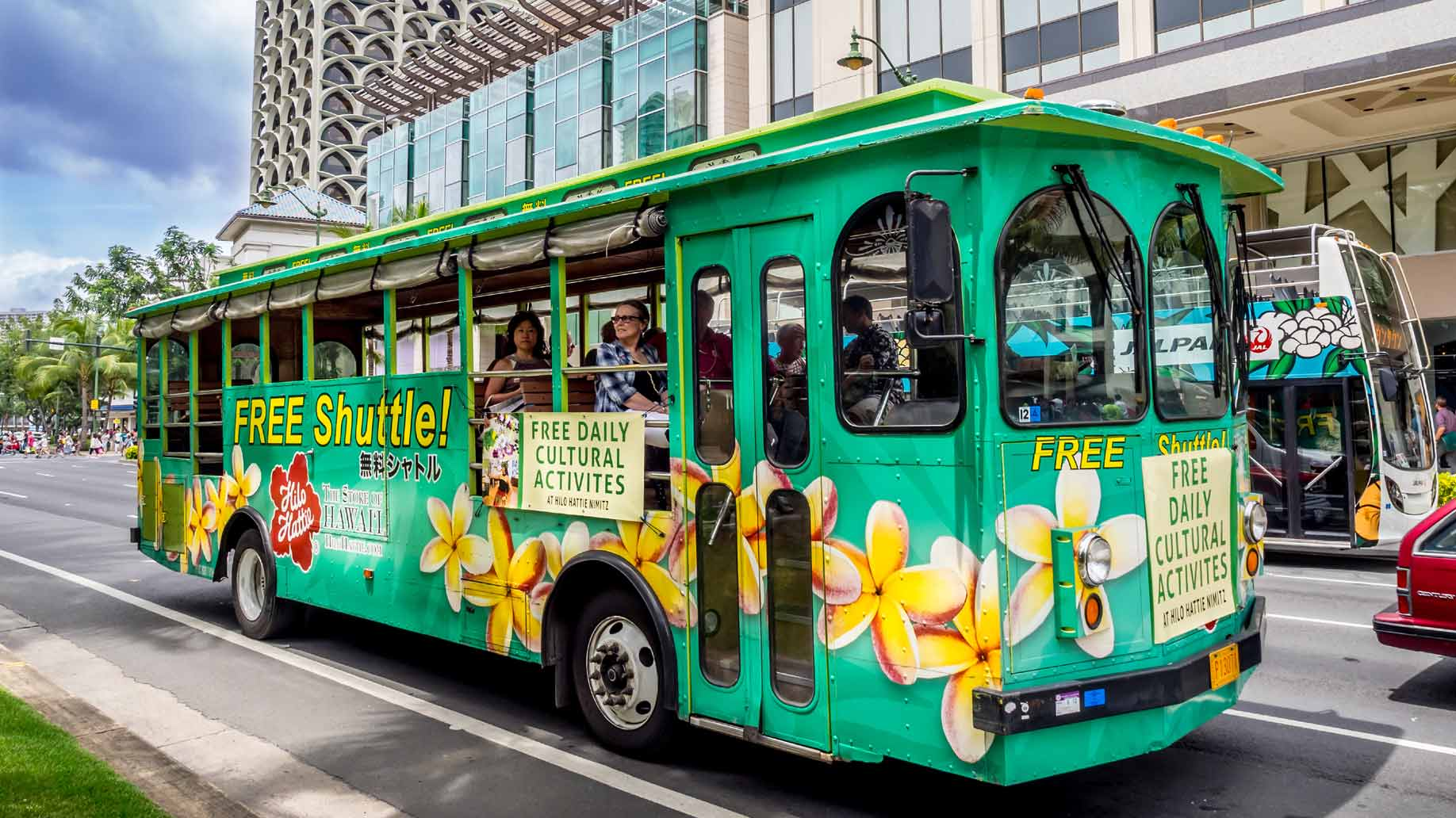 free shuttle bus, photo by Jeff Whyte