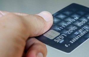 Advantages & Disadvantages of Credit Cards – Do They Help or Hurt You?