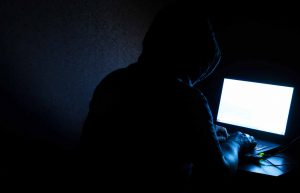 What Is the Dark Web – Who Uses It, Dangers & Precautions to Take