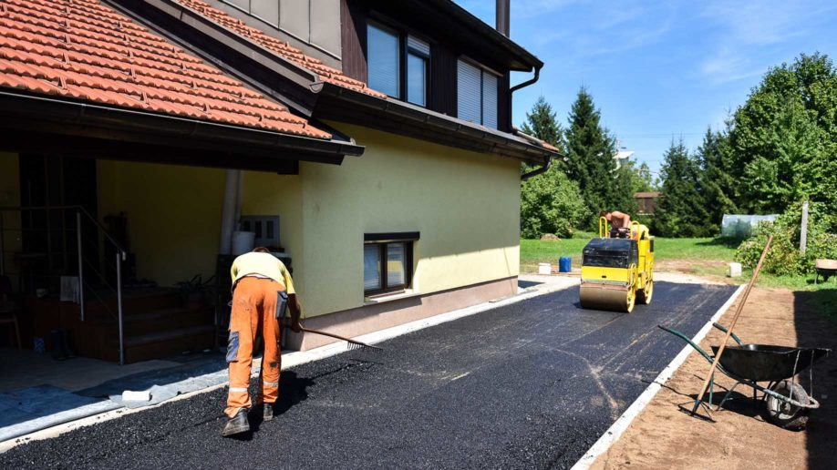 How to install a gravel driveway types ideas costs team workers constructing asphalt road solutioingenieria Image collections