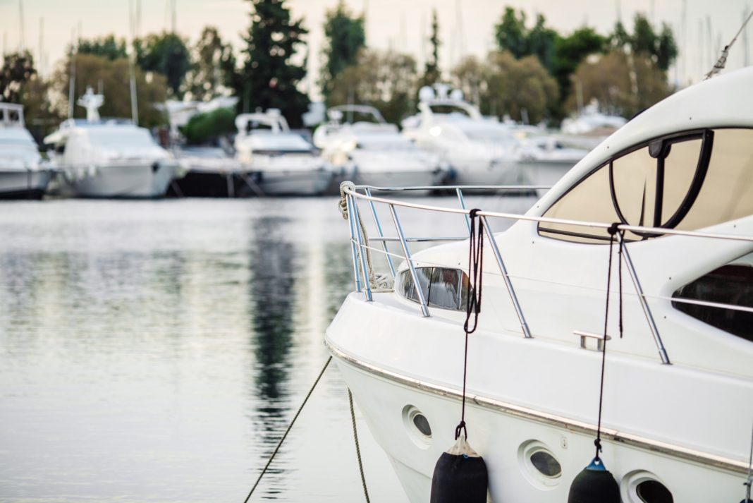 Alternative Forms Of Winter Boat >> Living On A Boat Year Round Is It Possible Pros Cons