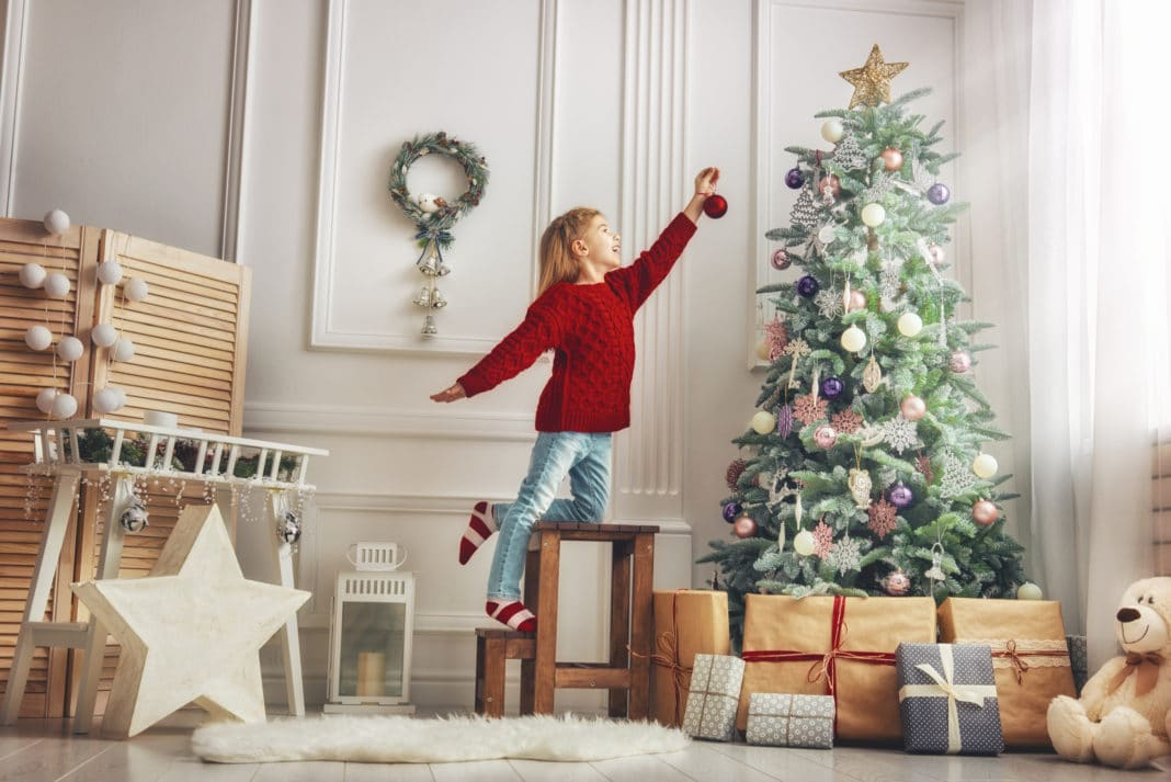 Cheap Christmas Holiday Decorating Ideas