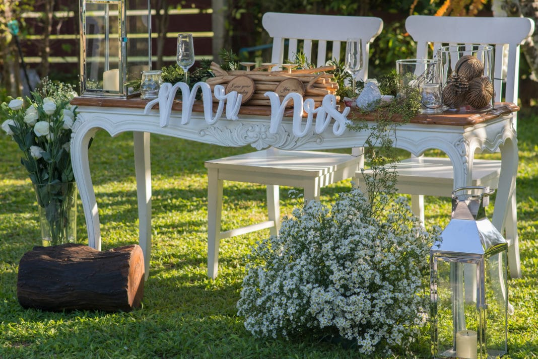 Simple Outdoor Ceremony Decorations: 15 Cheap Wedding Ceremony Decoration Ideas On A Budget